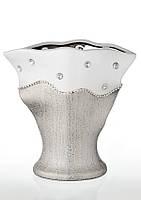 Ваза керамическая глянцевая высокая с серебряным декором и стразами.