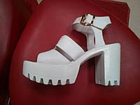 Супер модные кожаные босоножки на тракторной платформе LEXI белые.