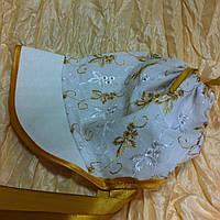 Косынка-панамка  для самых маленьких из кружевной прошвы и атласа