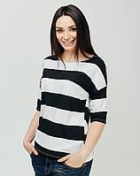 Черно-белая футболка в широкую полоску