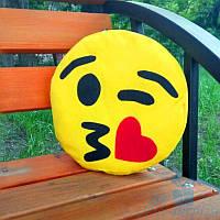 Оригинальная подушка смайлик Emoji Поцелуй