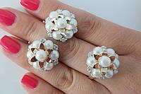 Эффектный набор женских украшений из серебра с золотом и культивированным жемчугом - кольцо и серьги.