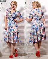 Женское короткое платье на запах с цветами 50-64