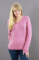Розовый вязанный свитер с модной вязкой