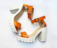 Босоножки оранжевого цвета на белом толстом каблуке С-503