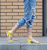 Босоножки желтого из натуральной кожи на низком ходу