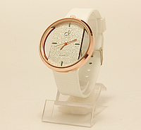 Часы наручные женские  на белом ремешке