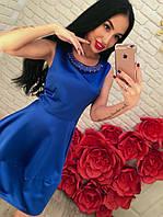 Нежное атласное платье с ожерельем