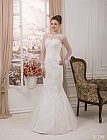 Необычайно прелестное свадебное платье с длинным рукавом и нежным кружевом