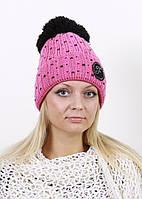 Розовая женская шапка с помпоном