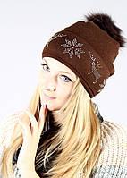 Женская шапка красивого шоколадного цвета