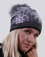 Вязаная шапочка в снежинки