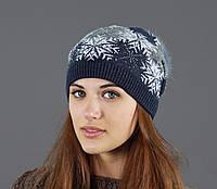 Красивая женская шапка с модным принтом