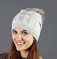 Женская шапка модной вязки