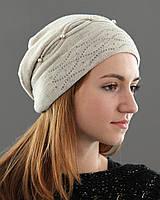Красивая шапка украшена бусинками