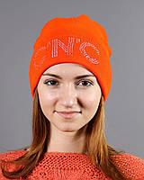 Красивая оранжевая шапка