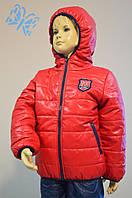 Красная курточка для мальчика с капюшоном