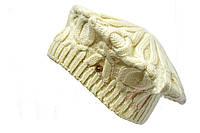 Головной убор изготовлен из плотной вязки