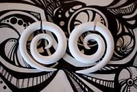 """Серьги-обманки """"Рогали"""" для пирсинга ушей (фэйки) акриловые, белые 4 мм"""