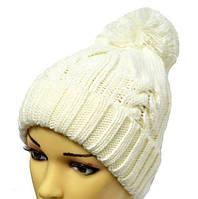 Белоснежная шапка с помпоном