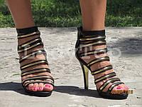 Женские Черные Босоножки на Каблуке с золотыми полосками