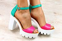 Малиновые с зеленым босоножки на устойчивом каблуке, кожа