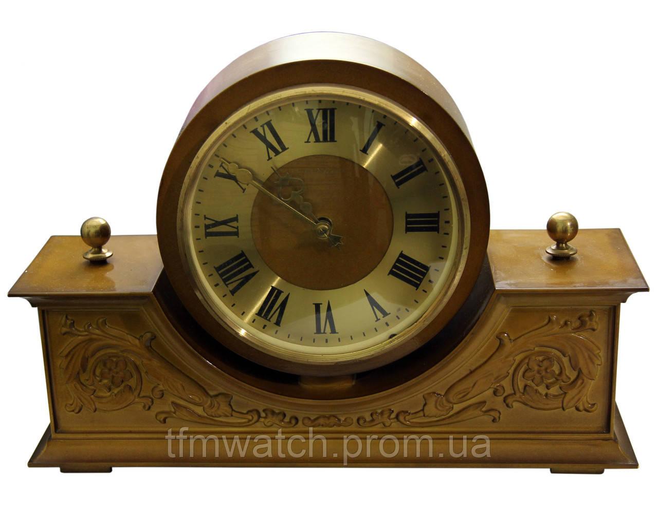 Настольные часы в деревянном корпусе