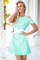 Милое полосатое женское платье трапеция с контрастным поясом и вырезом на плечах рукав короткий коттон
