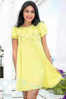Кокетливое летнее женское платье свободного фасона с завышенной талией и коротким рукавом крепдешин стрейч