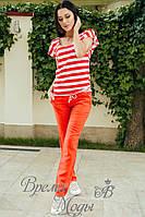 Красный лёгкий спортивный костюм: брюки с карманами, футболка свободная