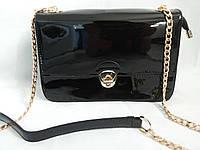 Лаковая черная сумочка на цепочке