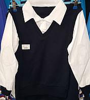 Рубашка-обманка тёмно синего цвета с белыми рукавами.