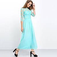 Элегантное длинное приталенное платье с кружевами