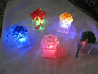 Светодиодный LED ночник-фонарик в виде подарка  высота 4,0 см. основа  3,5 х 3,5 см.