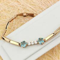 005-0613 - Чудесный позолоченный браслет цветочки со светло-голубыми и прозрачными фианитами, 16-17 см