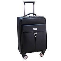 Современный средний чемодан на колесах.
