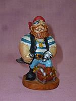 Пират с сундуком декоративная статуэтка 8 сантиметров высота