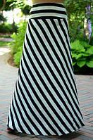Контрастная длинная женская юбка в полоску расклешенная к низу штапель батал