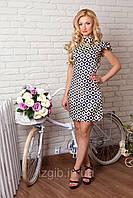 Платье 861 летнее в белые цветы на т. синем фоне облегающее по фигуре с воротником стойкой и крылышками