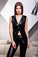 Стильный женский чёрный жилет с кожаными лацканами карманами и ремешком сзади