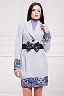 Пальто Шарлин светло серое с кружевным узором кашемировое приталенное с шалевым воротником и поясом