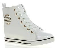 Стильные и удобные сникерсы белого цвета! Очень модные!