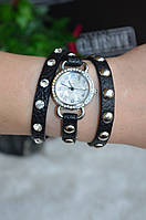Женские часы с камнями.