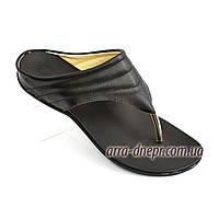 Женские кожаные шлепанцы-вьетнамки на низкой подошве, цвет черный, фото 1