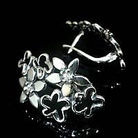 Оригинальные серебряные серьги в виде цветочного букета со вставками из фианита