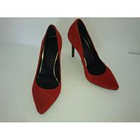 Женские туфли-лодочки из натурального замша красного цвета