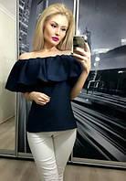 Женская блузка с воланами на плечах