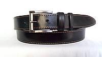 Кожаный ремень 35 мм чёрный прошитый коричневой ниткой пряжка матовая 2 кожаных тренчика