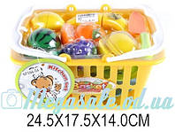 Набор игрушечной посуды и продуктов в корзине 25х18х14см: досточка, тарелки, нож в комплекте