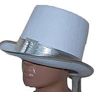 Шляпа цилиндр белая с серебряной лентой и пряжкой 180216-194